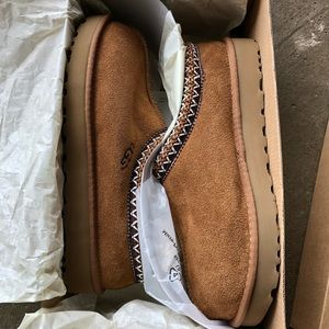 NWT UGG Tasman Wool lined slipper in chestnut